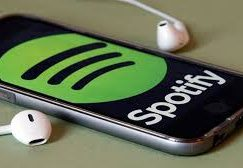 Warner makes $500 million on Spotify