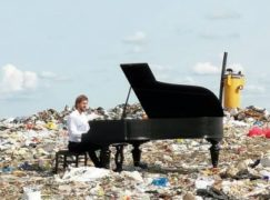 Russian pianist plays on rubbish dump
