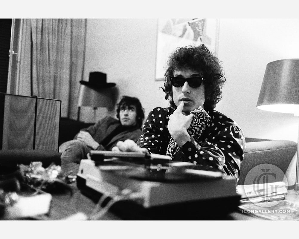 Death of an iconic music photographer, 75