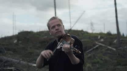 Finnish violinist joins Greenpeace