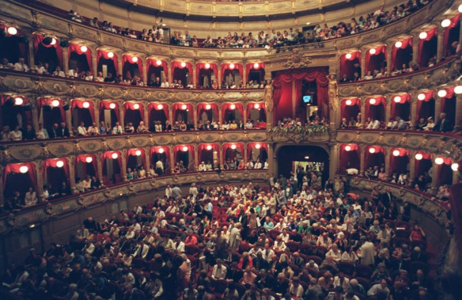 French opera chief quits