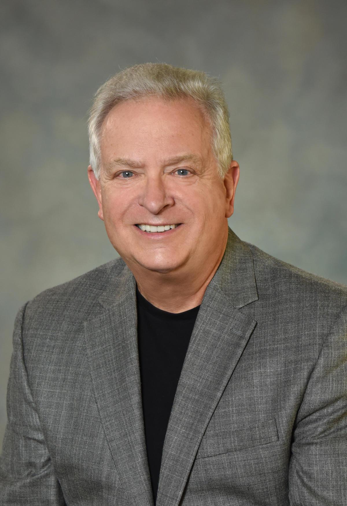 US music director retires, 200 want his job