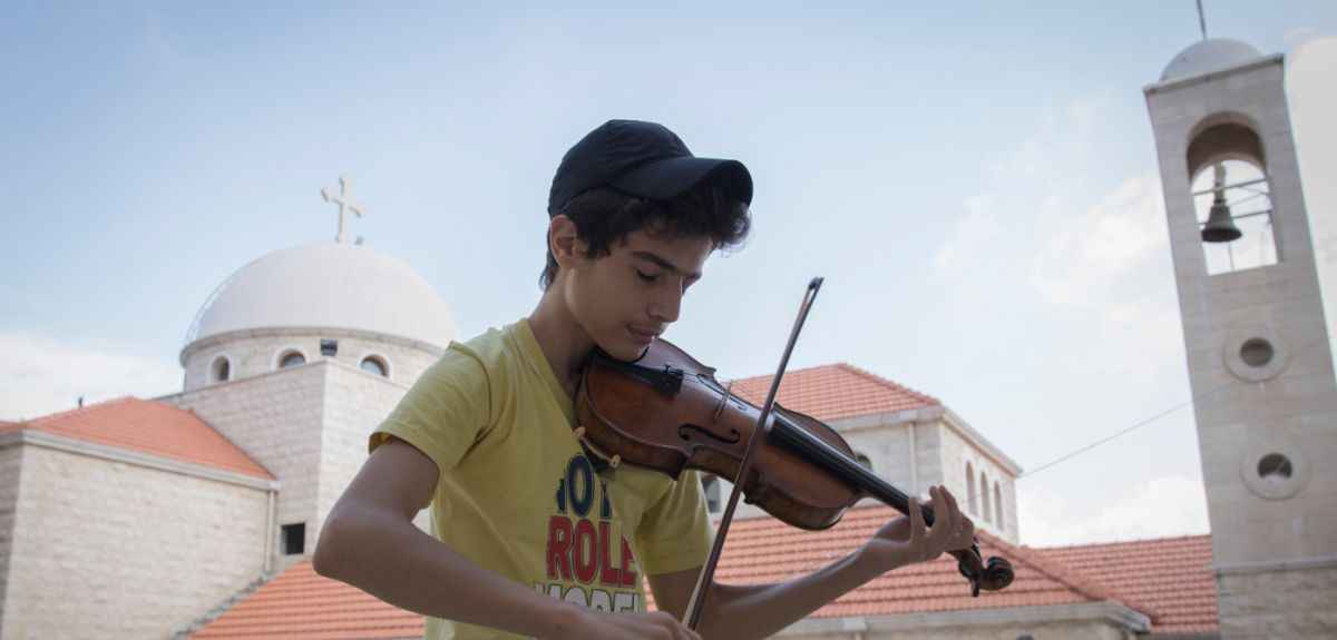 An Aleppo teen joins a Sydney orchestra