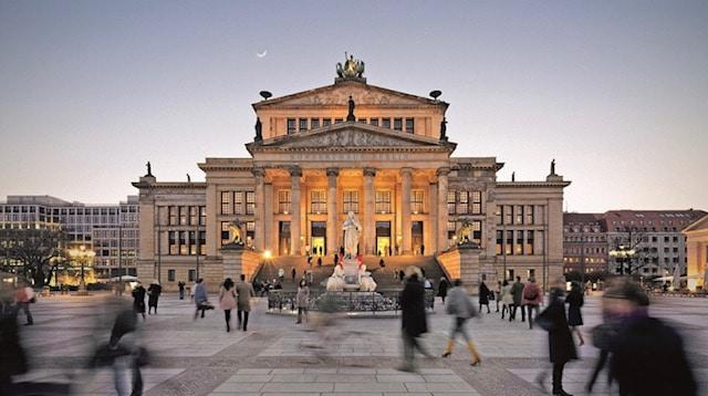 Berlin's  Charité denounces false hopes of full halls