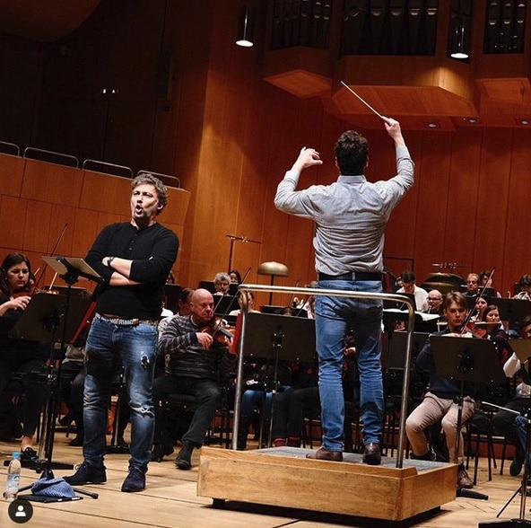 Jonas Kaufmann, there's a hole in your pants