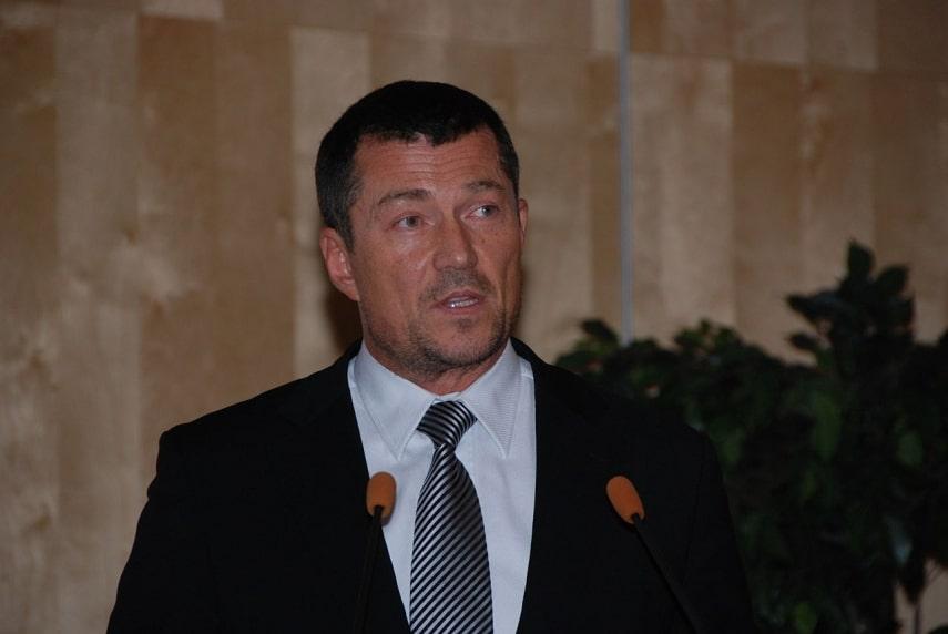 Latvian director dies at 60