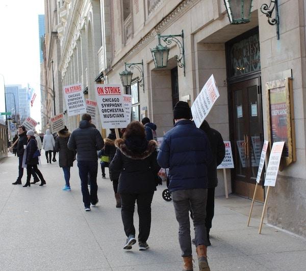 Daniel Barenboim backs Chicago strikers