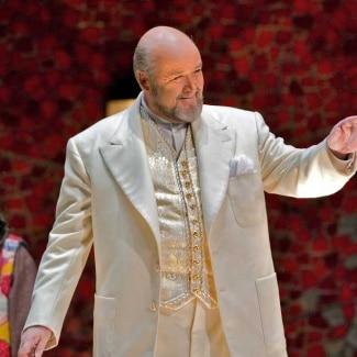 Top English tenor calls time at 66