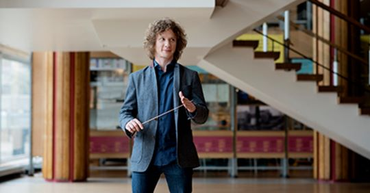 Virus panic: Orchestra flies to Japan and is sent back home