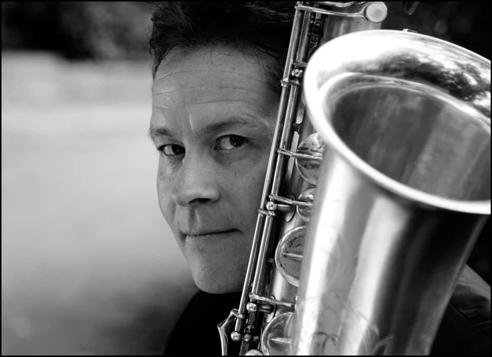 Death of a saxophone star, 52