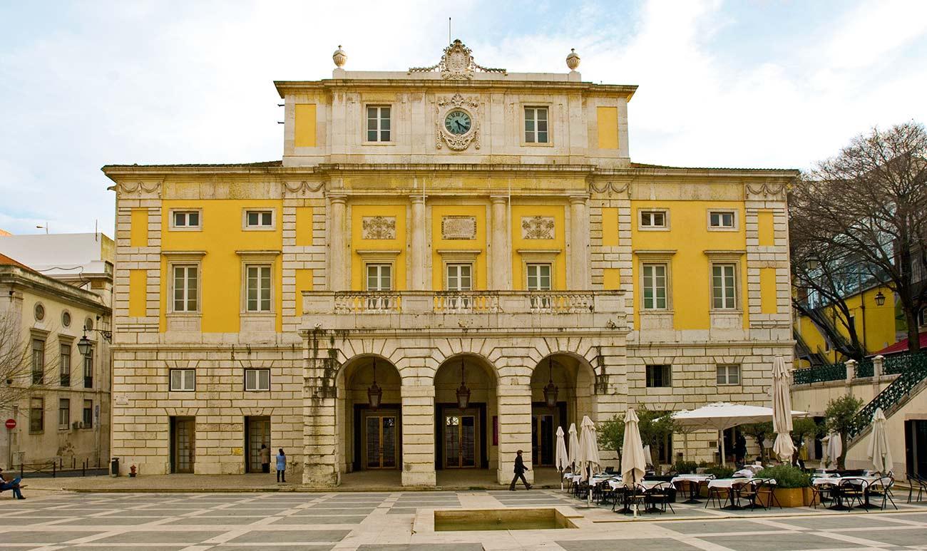 Lisbon's opera is shut by strike