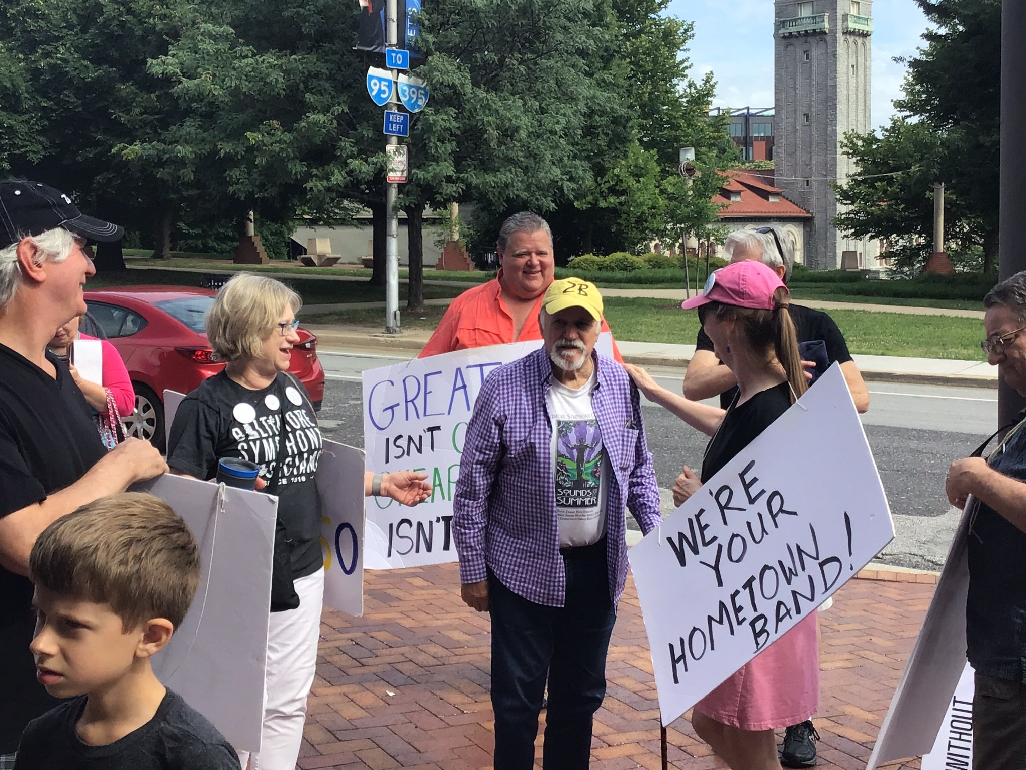 David Zinman joins Baltimore picket line