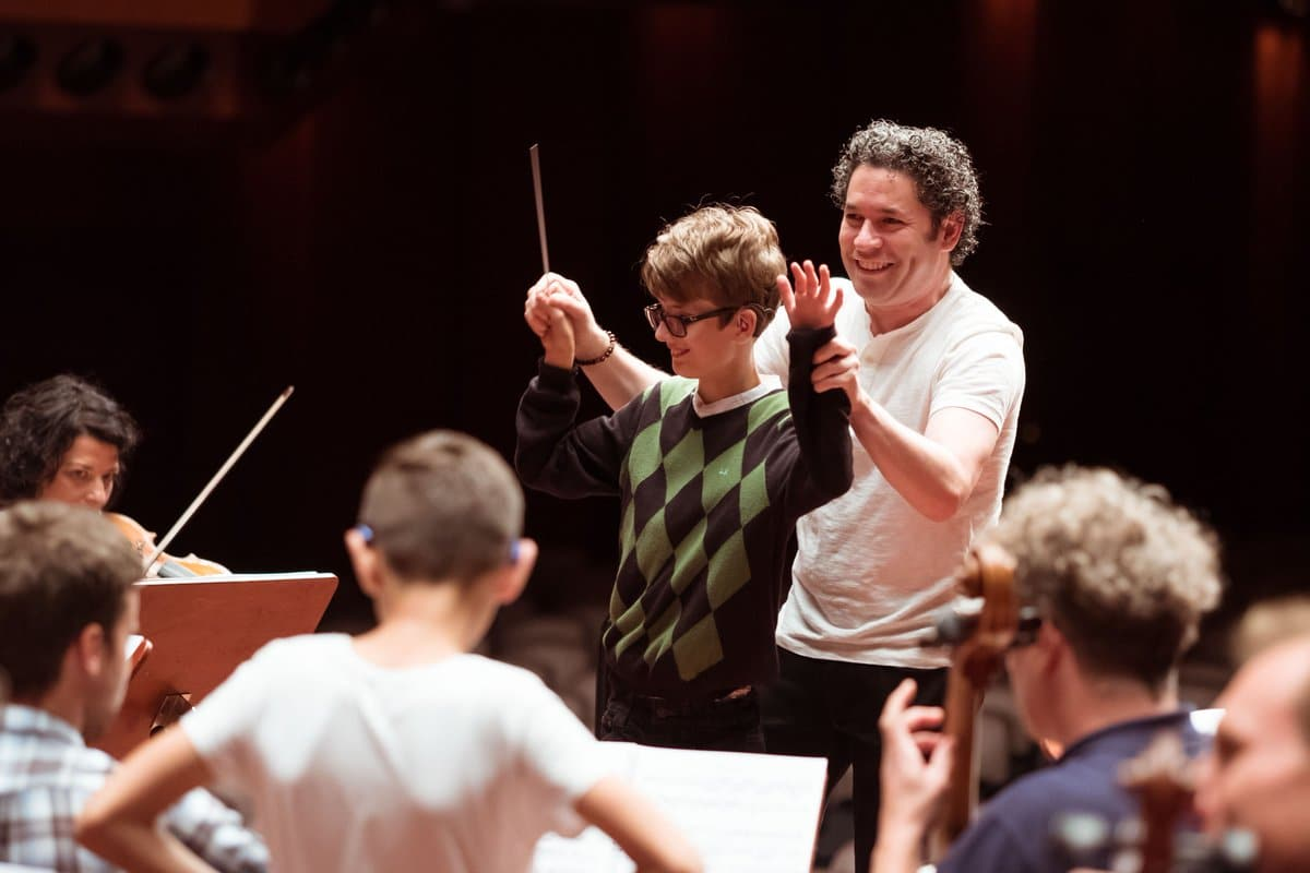 Dudamel turns out for World Childhood