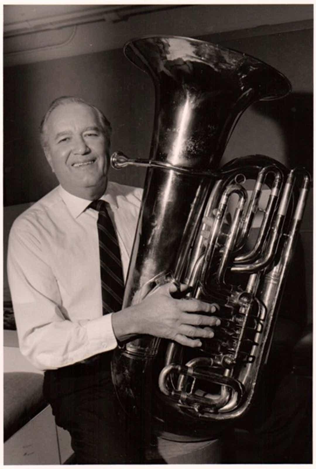 Death of Met's principal tuba, 92