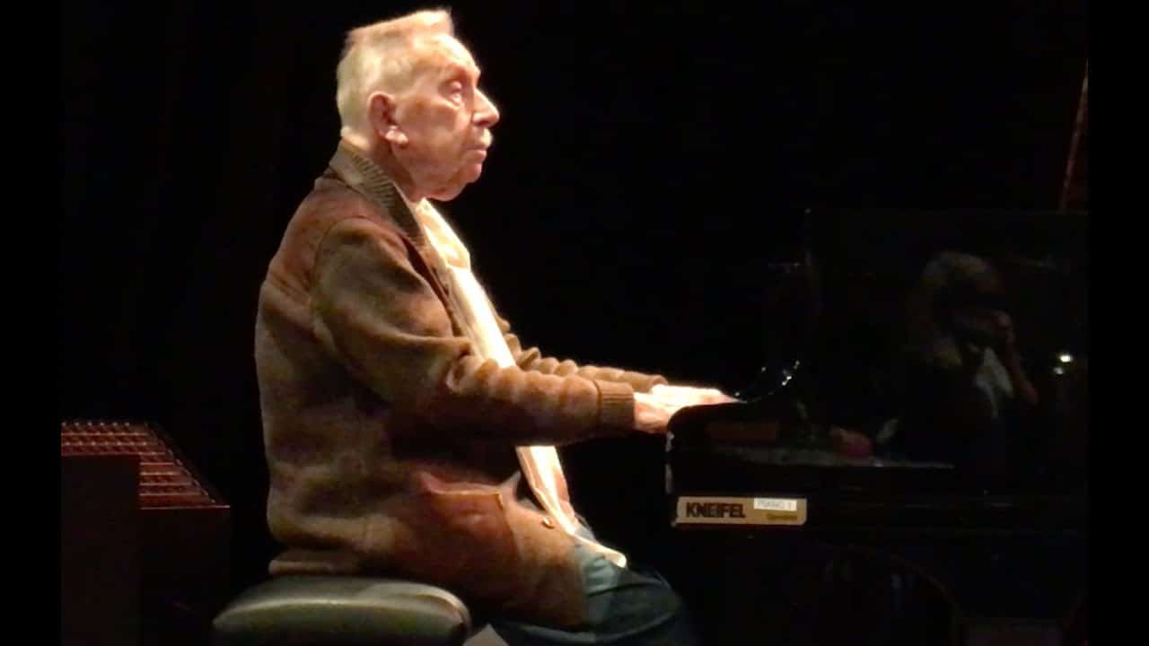 Pianist, 101, plays the blues