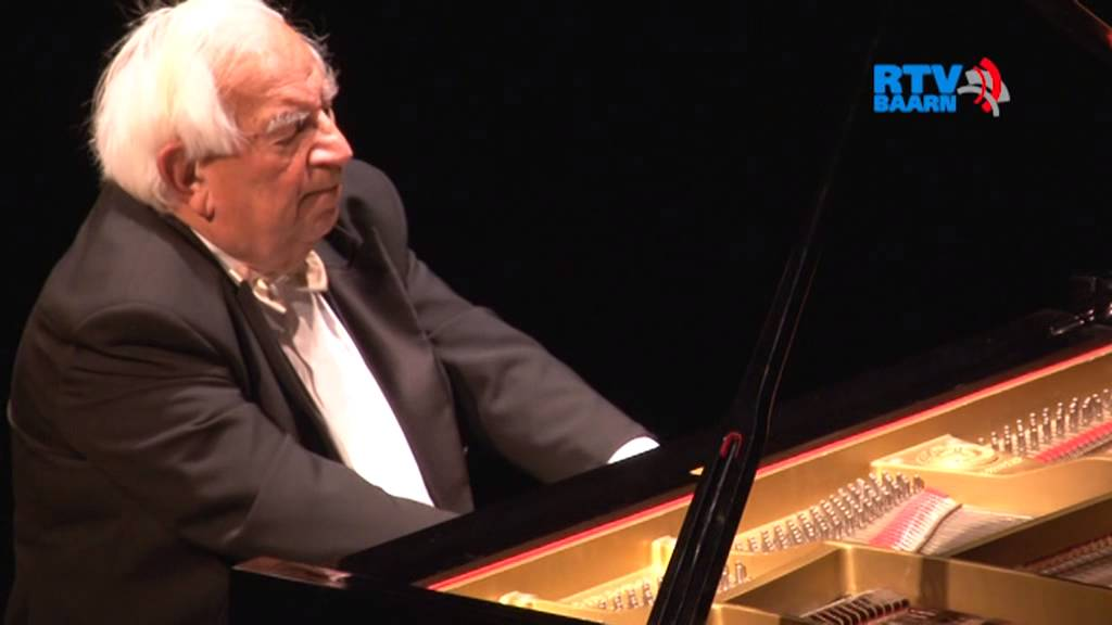 Death of a leading pianist, 89