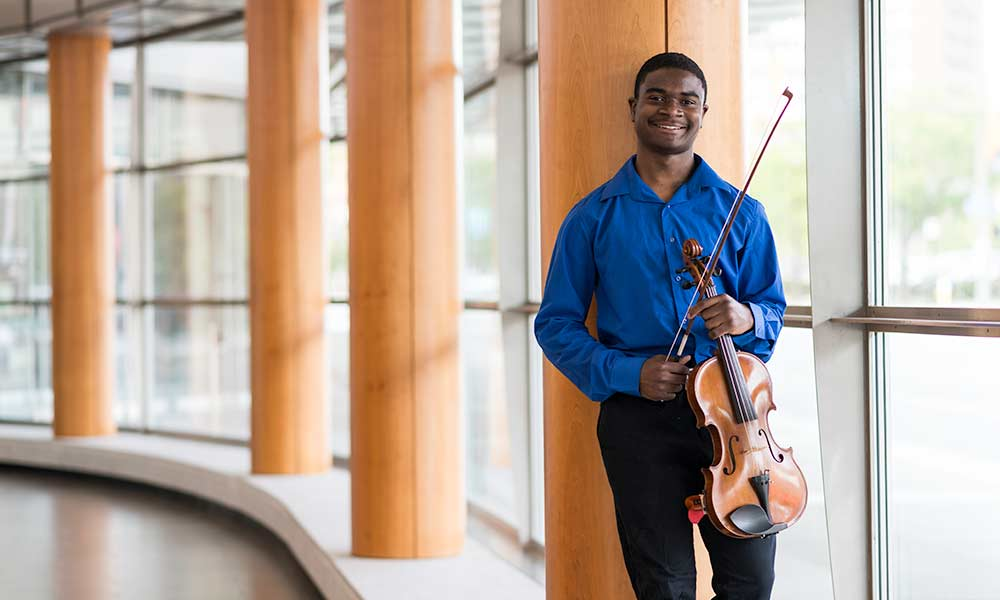 Homeless violist finds shelter at Eastman