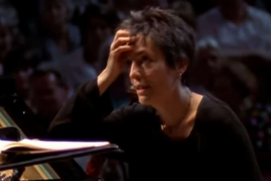 Star pianist offers lessons online