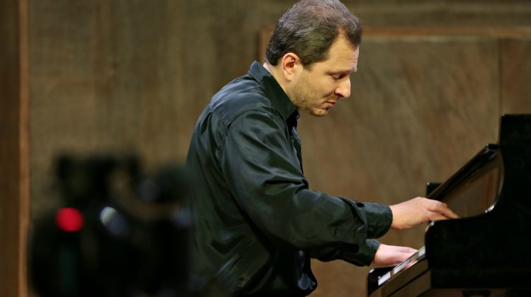 Ukraine blacklists another pianist