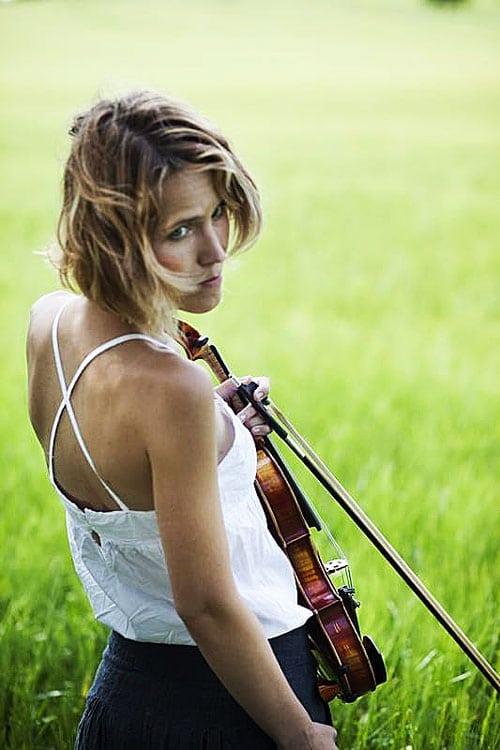 Cancer claims Czech violin star, 41