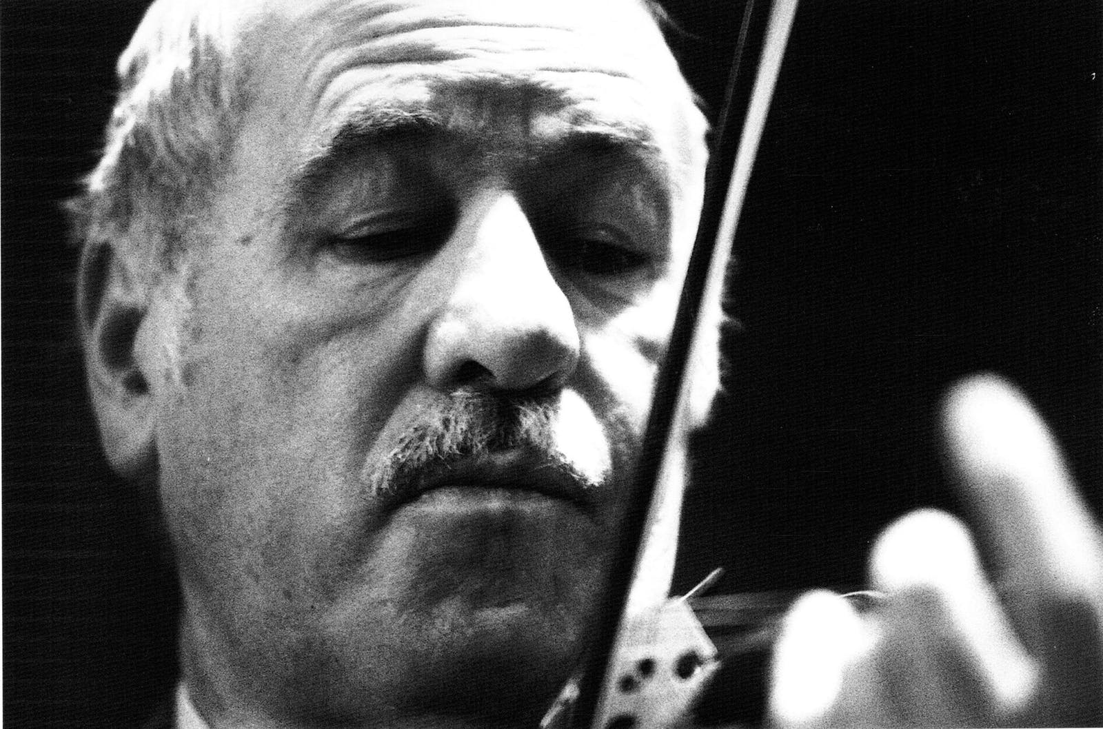 Death of eminent violinist, 93