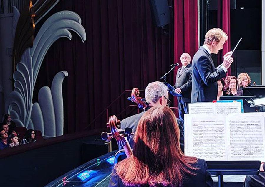 Music director suffers seizure in concert