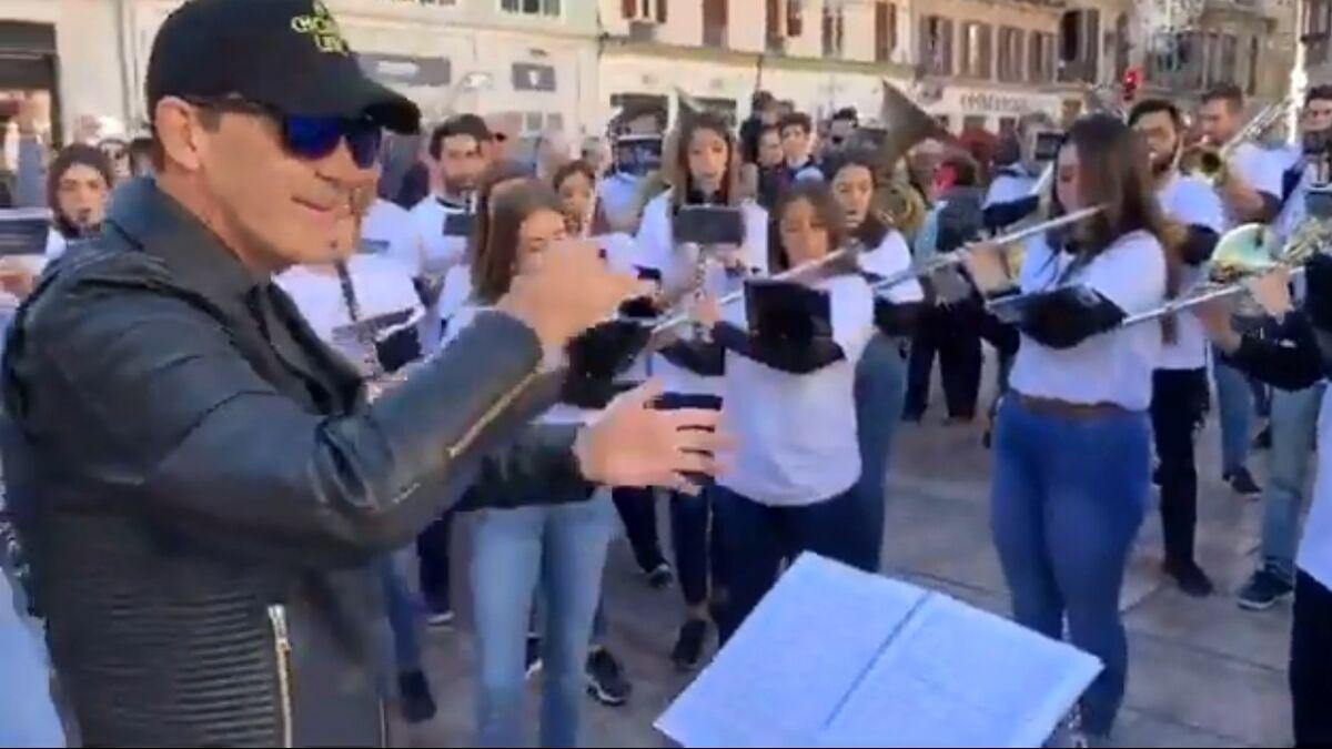 Live from Malaga: Antonio Banderas tries conducting