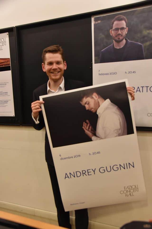 IMG signs borderline pianist
