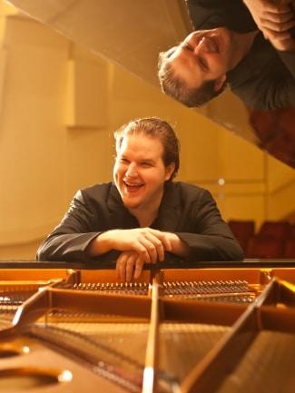 Czech pianist declares boycott on Prague