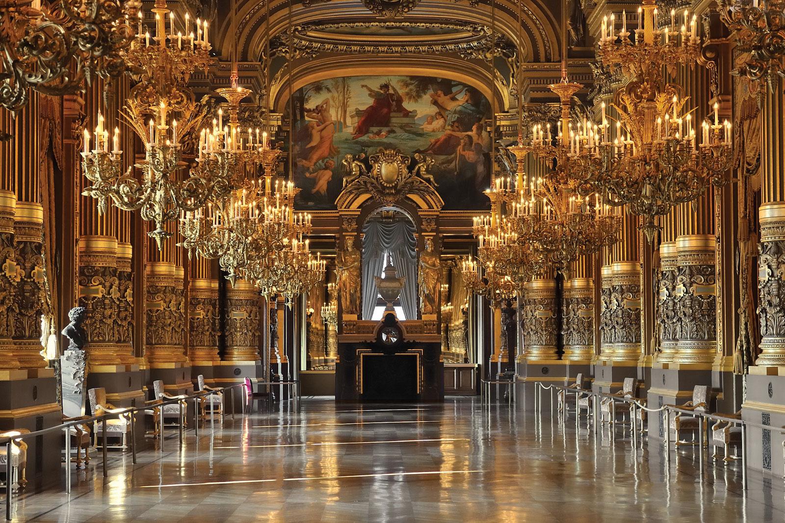 Virus latest: France bans 1000+ events. Opéra responds