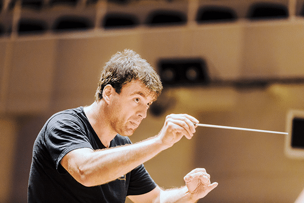 German music director hits back at absent conductor