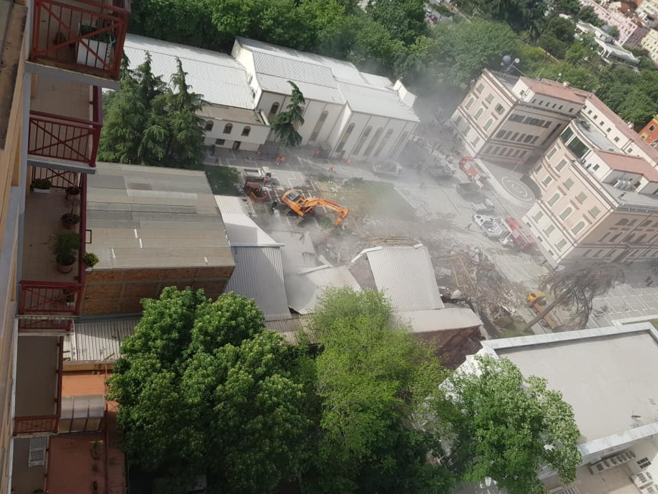 National Theatre is demolished under cover of darkness