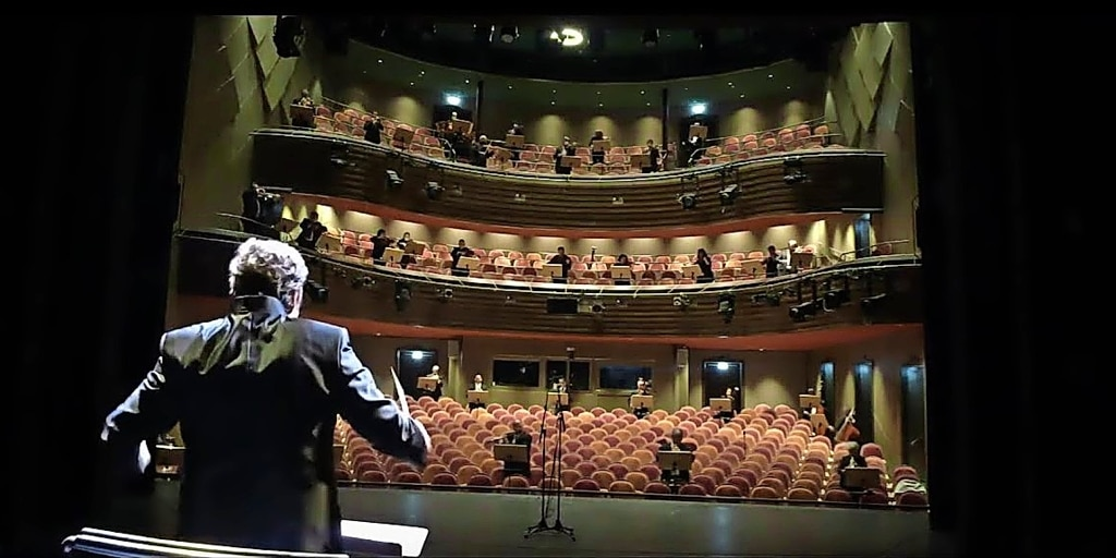 Watch: The first Corona-compliant symphony orchestra