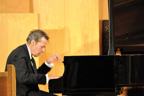 Swiss mourn eminent pianist