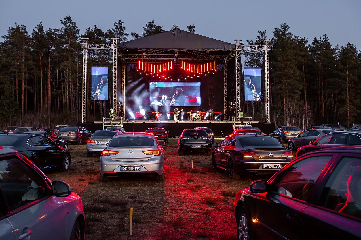 This is what drive-in concert looks like