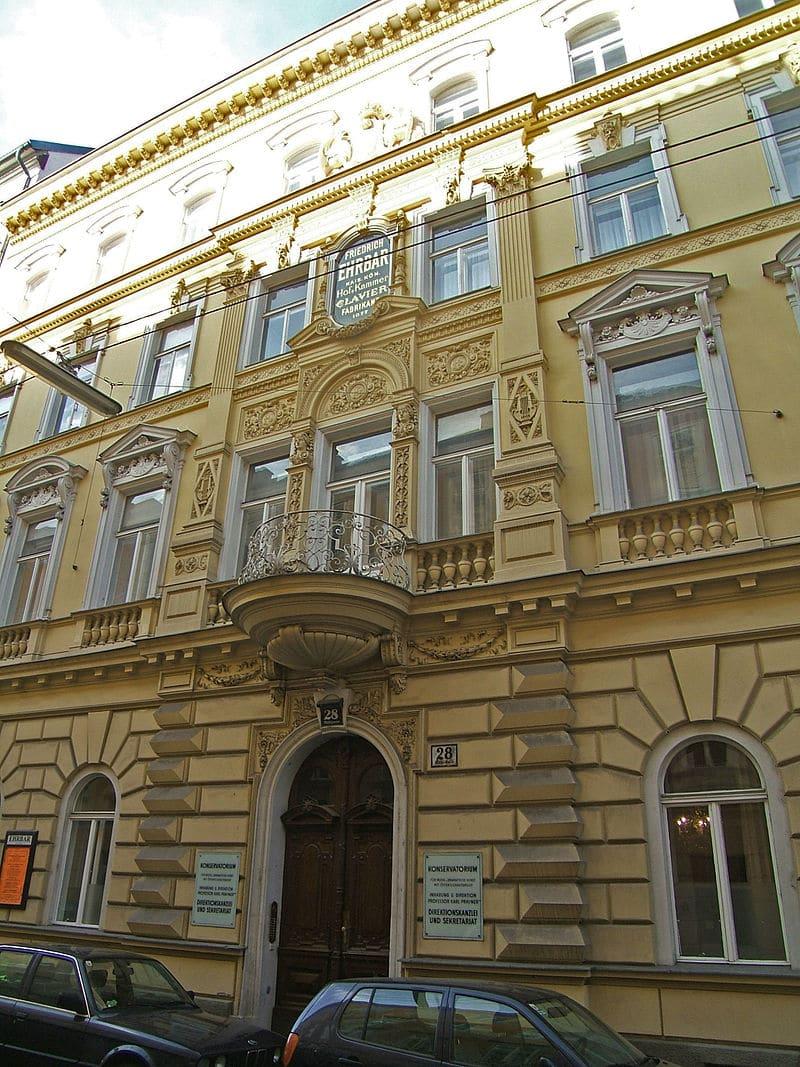 Vienna conservatoire goes bankrupt