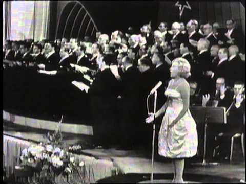 Why was Vera Lynn never booked at the BBC Proms?