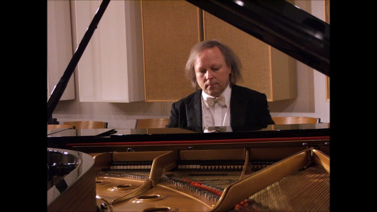 Death of a Schumann pianist, 68