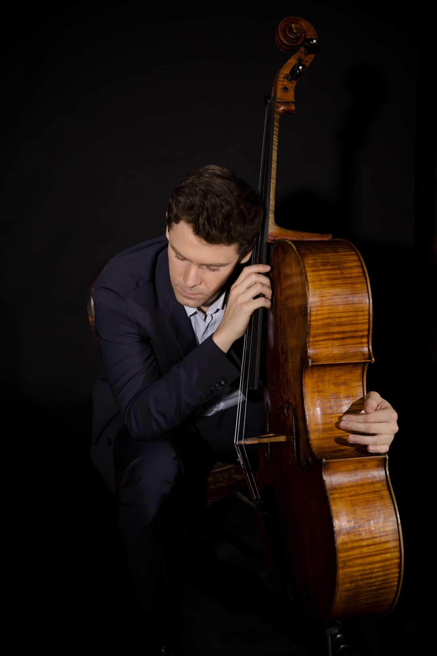 Idle labels sign solo cellists