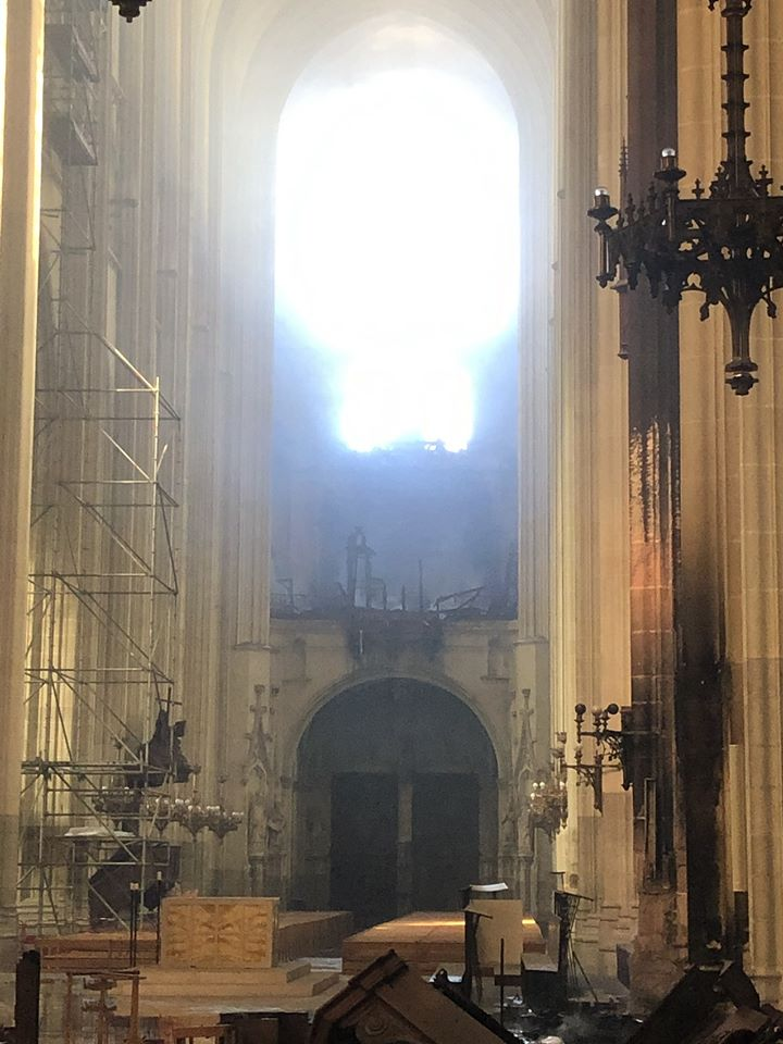 France loses a great organ to fire