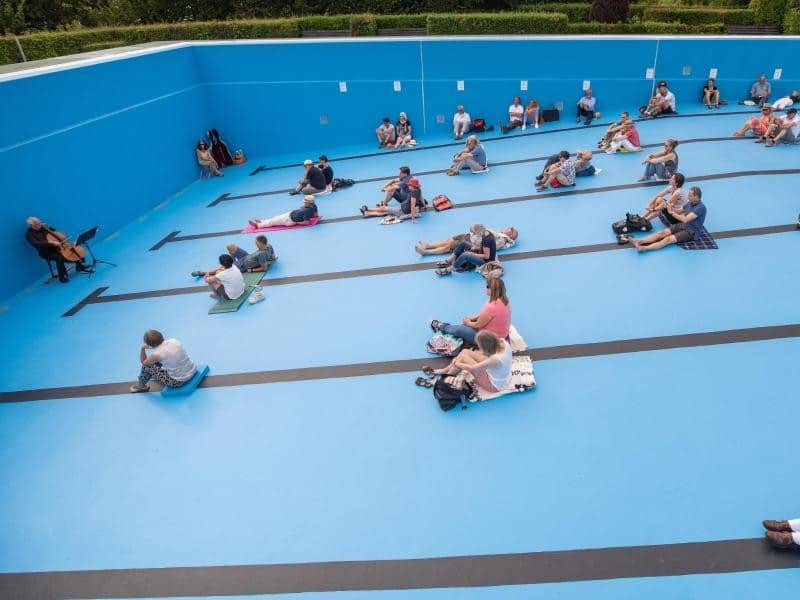 Germans are giving concerts in swimming pools