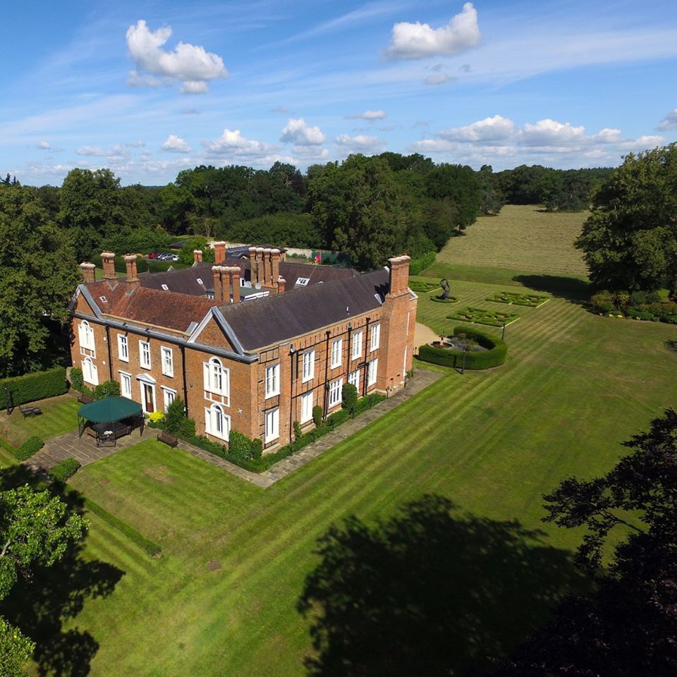 English country house opens up to baroque opera