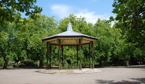 String quartets thrive in London park