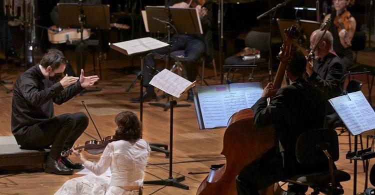 Watch: Currentzis sings Dowland duet