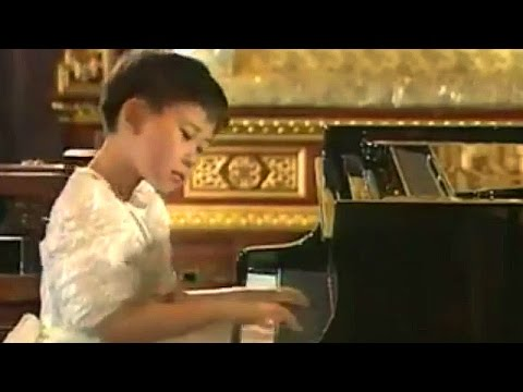 Stars when they were young (5): Yuja Wang, aged 9