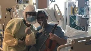 Covid patient in ICU plays violin for his carers