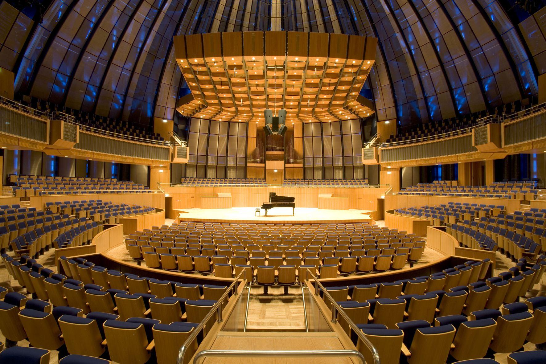 German concerthall chief falls sick with Corona