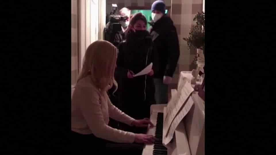 Two musicians held under Putin house arrest