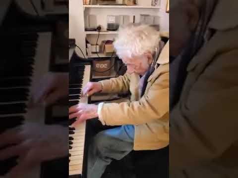 Composer, 94, plays Moonlight Sonata
