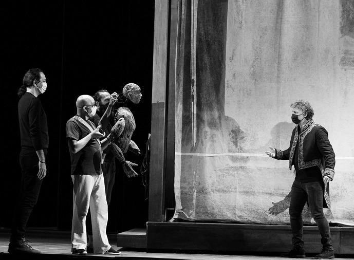 Don't cough, man: Jonas is rehearsing Aida